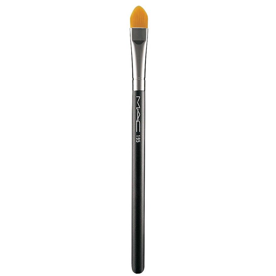 195 Concealer Brush MAC Cosmetics Concealer